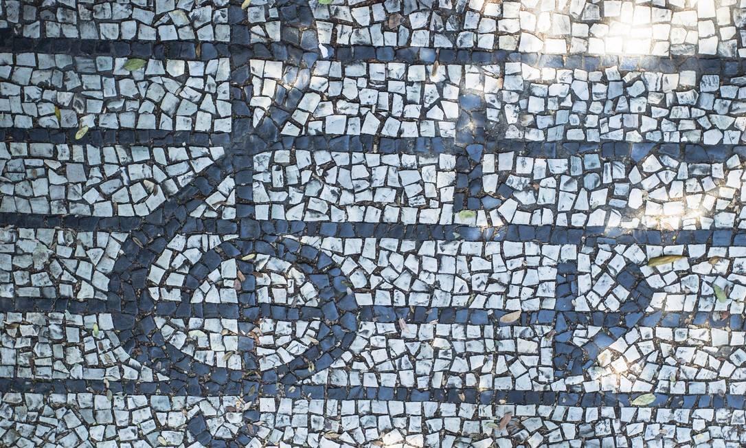 NAS PEDRAS. A calçada dos compositores, em Vila Isabel, bairro (e escola de samba) que Martinho da Vila carrega no nome. Foto: Fernando Lemos / Agência O Globo