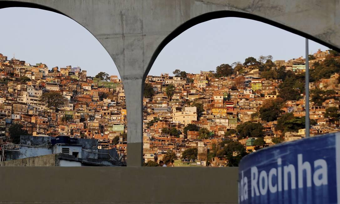 """BATIDÃO. Berço do funk, os morros cariocas são cantados por Aldir Blanc em """"Só dói quando Rio"""": """"Rio de Janeiro, favelas no coração!"""" Foto: Marcelo Theobald / Agência O Globo"""