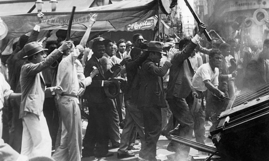 """O Instituto Moreira Salles abriga a exposição """"Conflitos: fotografia e violência política no Brasil 1889-1964"""" que resgata imagens de guerras civis e outros conflitos armados envolvendo o Estado brasileiro, entre a Proclamação da República e o golpe de 1964. Na foto, a Revolução de 1930 Foto: Fotógrafo desconhecido"""
