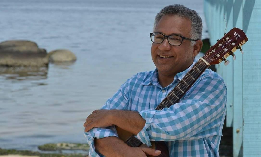 O cantor e compositor capixaba Chico Alves aposta em clássicos do samba de raiz e músicas próprias. Às 22h30m, no Trapiche Gamboa (2233-9276). R$ 30. Não recomendado para menores de 18 anos. Foto: Alfredo Alves / Divulgação