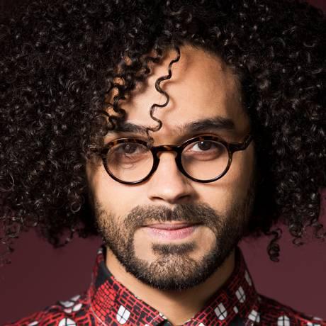 O cantor e compositor César Lacerda Foto: Lorena Dini / Divulgação