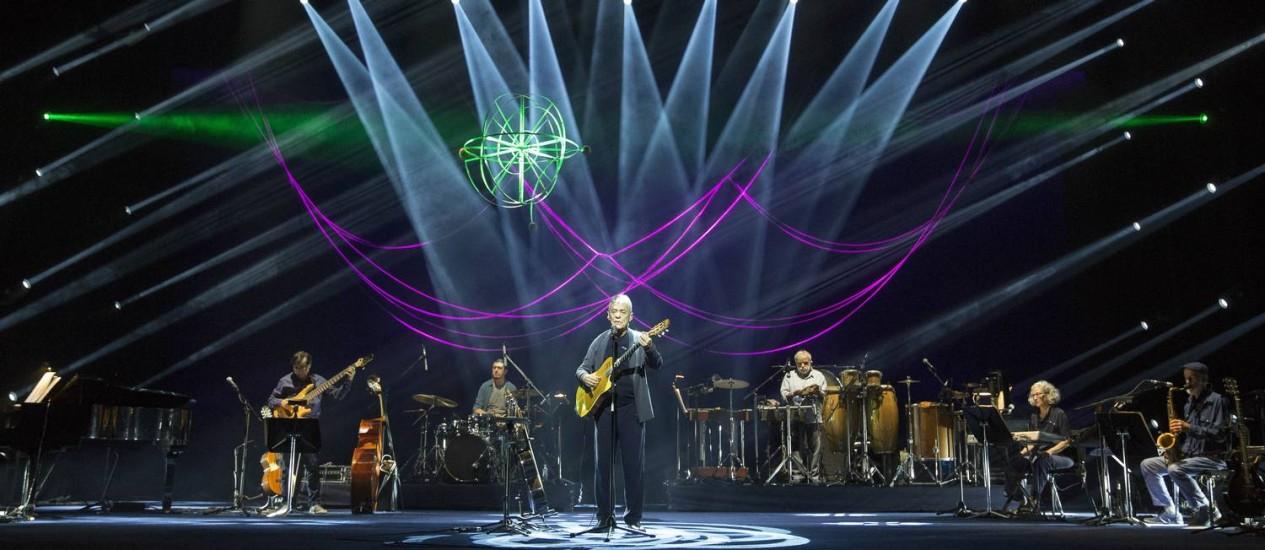 Chico Buarque durante estreia da turnê 'Caravanas', em Belo Horizonte Foto: Leo Aversa / Divulgação