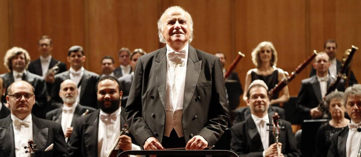 O maestro Isaac Karabtchevsky à frente da Orquestra Petrobras Sinfônica Foto: Fábio Rossi / Divulgação