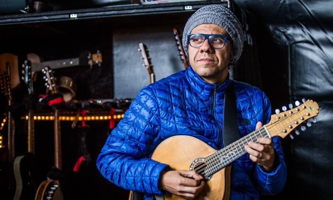 O bandolinista Hamilton de Holanda apresenta o seu novo espetáculo, 'O som da imagem', com temas inéditos, no Teatro Bradesco (2511-0800). Ter, às 20h30m. De R$ 60 a R$ 80. 16 anos. Foto: Rodrigo Simas / Divulgação