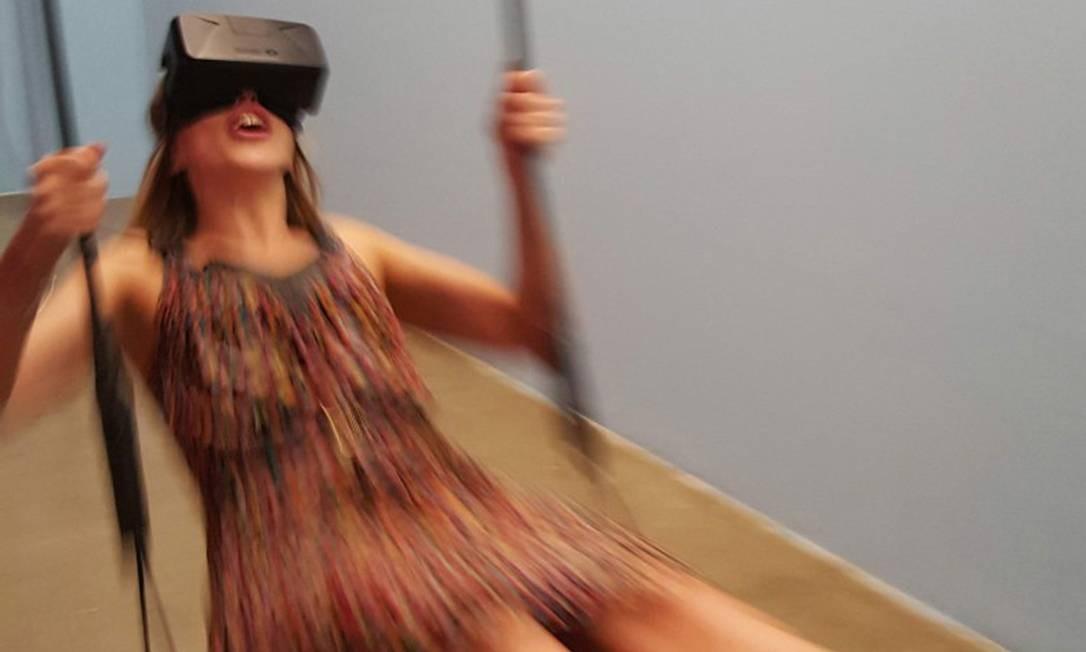 """O """"Swing"""", de Marczinzik e Nguyen, faz qualquer um voltar a ser criança. O vaivém inicia o filme de realidade virtual. Quanto mais forte for o balanço, mais vivas ficam as cores. É possível """"voar"""" até as estrelas. Divulgação"""