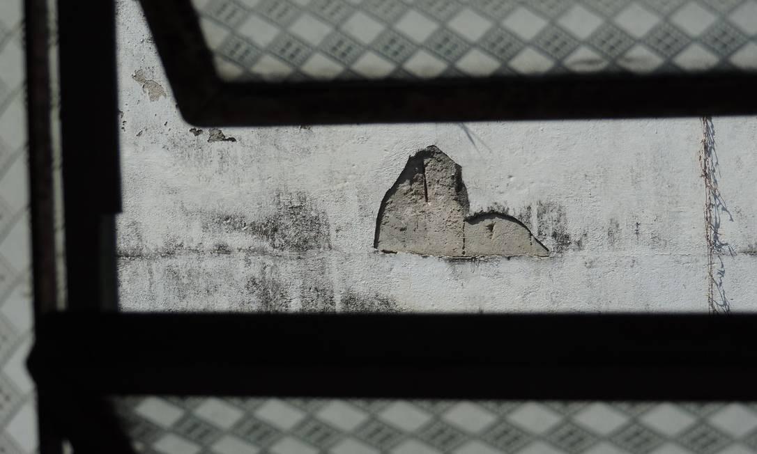 """A coletiva """"Absurdo é ter medo"""" reúne trabalhos de 20 fotógrafos e artistas plásticos, na Galeria Pretos Novos (Rua Pedro Ernesto 32, Gamboa — 2516-7089). Ter a sex, das 13h às 19h. Sáb, das 10h às 14h. Até 14 de maio. Foto: Divulgação/Róger Bens Culturais"""