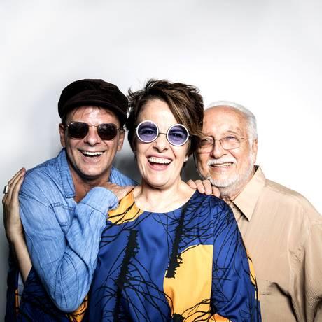 Rodrigo Santos, Leila Pinheiro e Roberto Menescal apresentam
