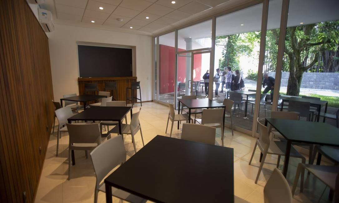 Local onde funcionará o Café Metiers, com vista para o jardim. Também há uma livraria especializada em títulos de arte Foto: Alexandre Cassiano / Agência O Globo