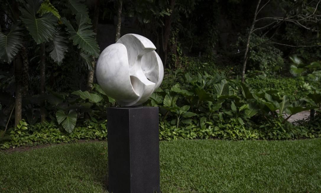 A obra de Bruno Giorgi, um dos destaques entre as peças no jardim, já fazia parte do acervo Foto: Alexandre Cassiano / Agência O Globo