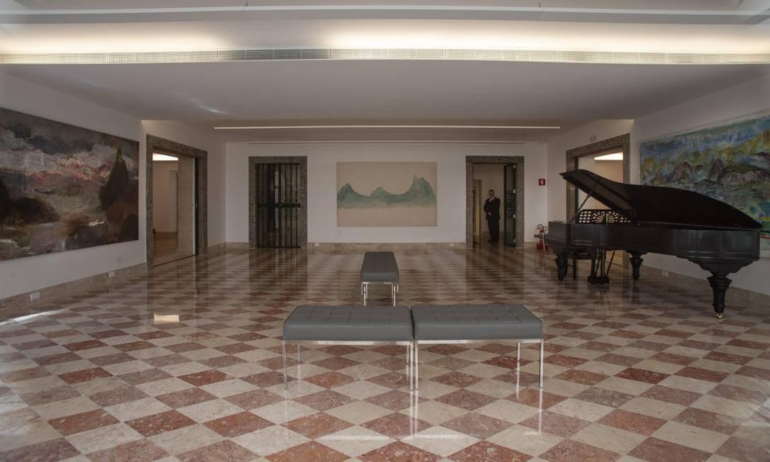 Um dos salões do primeiro piso, que não sofreu muitas alterações durante a transformação do espaço em centro cultural e guarda o piano da família Foto: Alexandre Cassiano / Agência O Globo