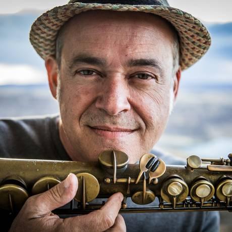 O multi-instrumentista Carlos Malta Foto: Rodrigo Simas / Divulgação