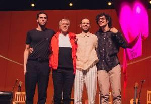 Zeca, Caetano, Moreno e Tom Veloso no show 'Ofertório' Foto: Divulgação/Hercules Rakauskas