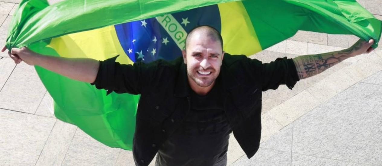Diogo Nogueira na Praça Mauá Foto: Marcos Ramos / Agência O Globo