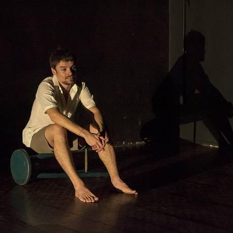 João Monteiro, em cena da peça 'André ou Receita para se fazer um monstro' Foto: Divulgação