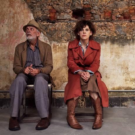 Everaldo Pontes e Bárbara Paz, em cena de 'Heisenberg — A teoria da incerteza' Foto: Nana Moraes / Divulgação
