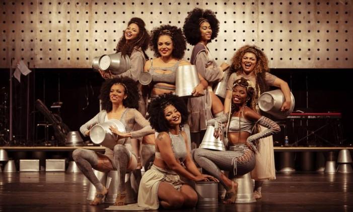 """Musical """"Elza"""" tem sete atrizes interpretando a cantora Foto: Leo Martins / Agência O Globo"""