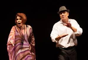 Françoise Forton e Aloisio de Abreu, em cena de 'Minha vida daria um bolero' Foto: Moskow / Divulgação