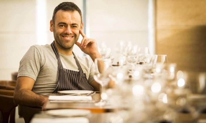 Esteban Mateu é o chef executivo do restaurante Térèze Foto: Bárbara Lopes / Agência O Globo