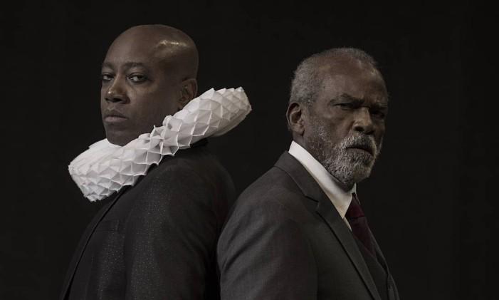Nando Cunha e Antonio Pitanga, em cena da peça 'Filho do pai' Foto: Brown / Divulgação