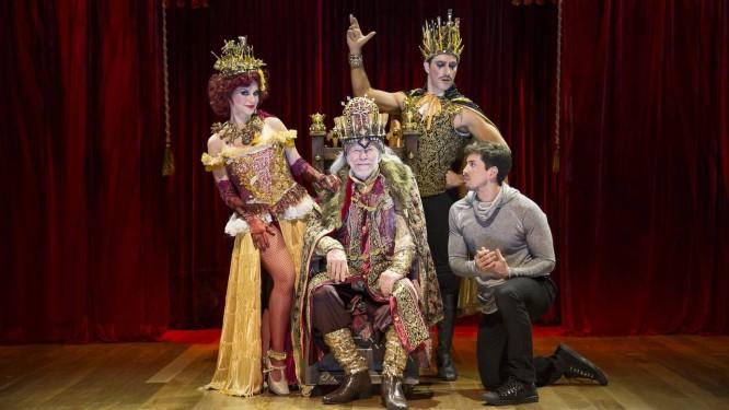 Parte do elenco do musical 'Pippin' Foto: Dan Coelho / Divulgação