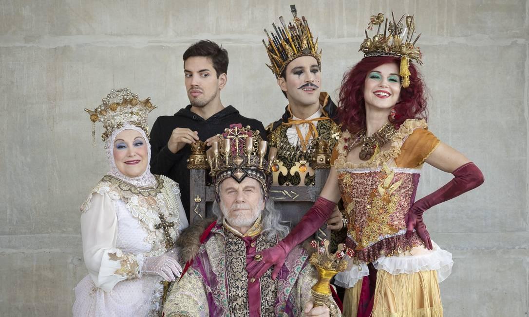Parte do elenco de 'Pippin' Foto: Leo Aversa / Agência O Globo
