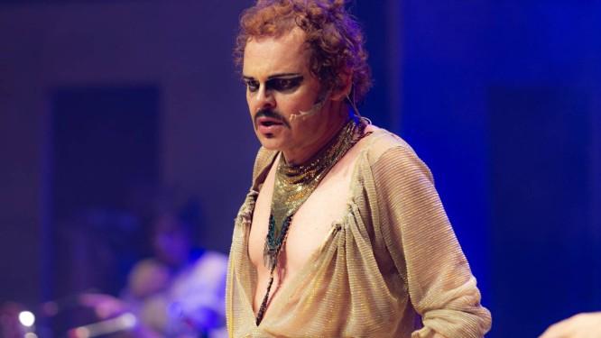 Matheus Nachtergaele, em cena de  Molière  Foto  Paulo Uras Neto    Divulgação 95e11e91a0