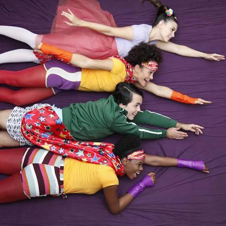 Peça Por quê? é inspirada em livro da nigeriana Chimamanda Ngozi Adichie Foto: Divulgação/Julio Ricardo