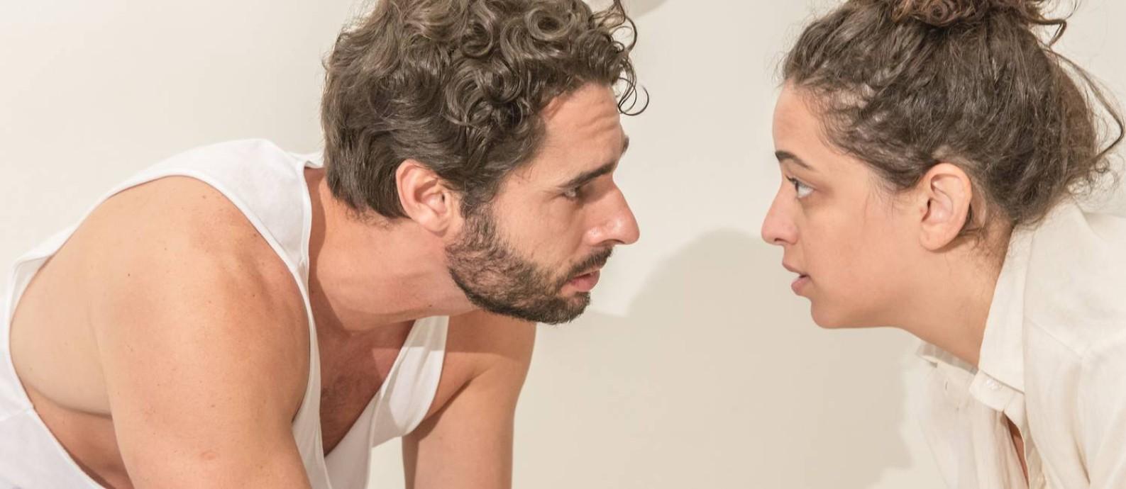 Rafael Baronesi e Pri Helena, em cena da peça  Nerium Park  Foto  5e1e479b24