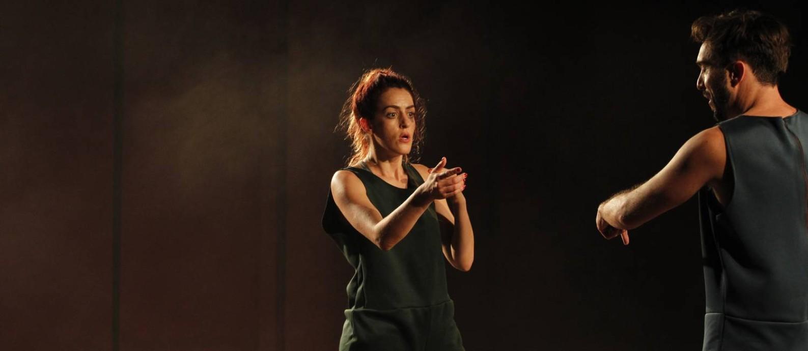 Luciana Paes e Vinicius Calderoni, em cena da peça