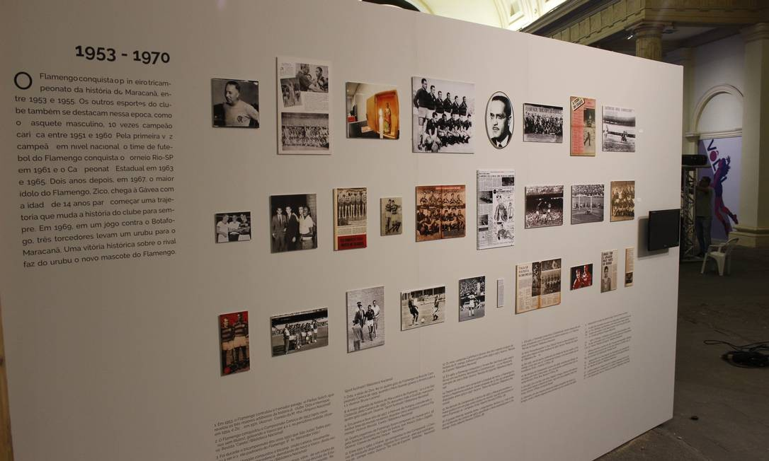 Painéis no salão principal da Casa França Brasil mostram fotos e relembram a trajetória centenária do time da Gávea Divulgação