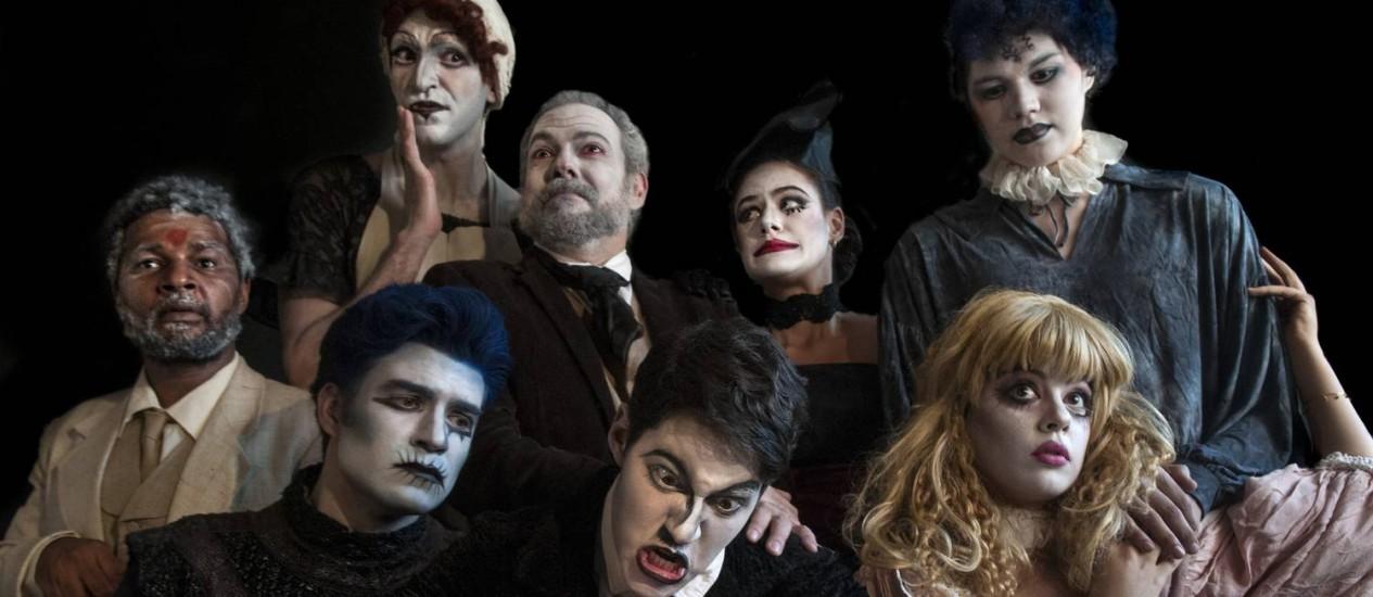 """Elenco da peça """"Um Tartufo"""", em montagem no Teatro Poeirinha Foto: Dalton Valerio / Divulgação"""