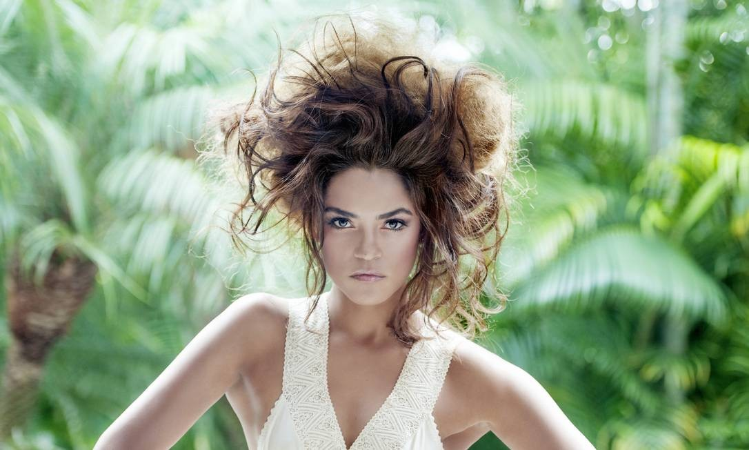 A cantora, atriz e compositora Lucy Alves Foto: Priscila Prade / Divulgação