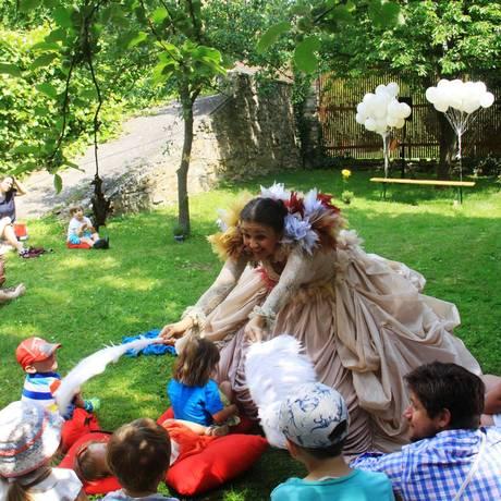 Andrea Jabor encena o espetáculo para bebês