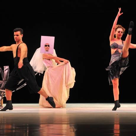 Trecho do espetáculo 'Figuras e vozes', do Ballet Stagium Foto: Arnaldo J. G. Torres / Divulgação