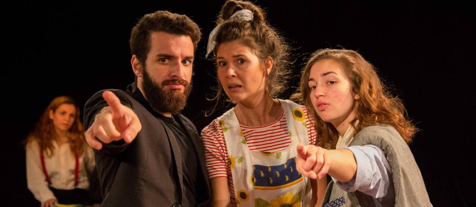Cena da peça 'O espectador condenado à morte', em montagem dirigida por Adriana Maia Foto: Pablo Henriques / Divulgação