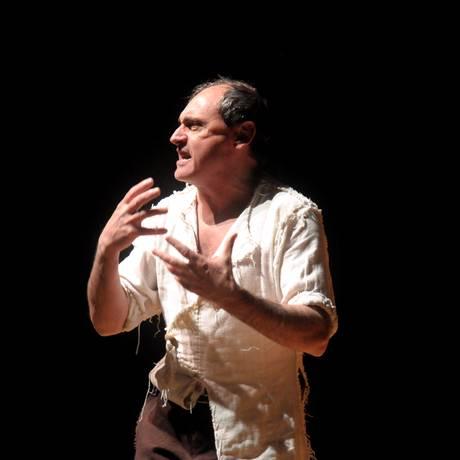 O ator Héctor Guido em cena de El Lazarillo de Tormes Foto: Alejandro Persichetti / Divulgação