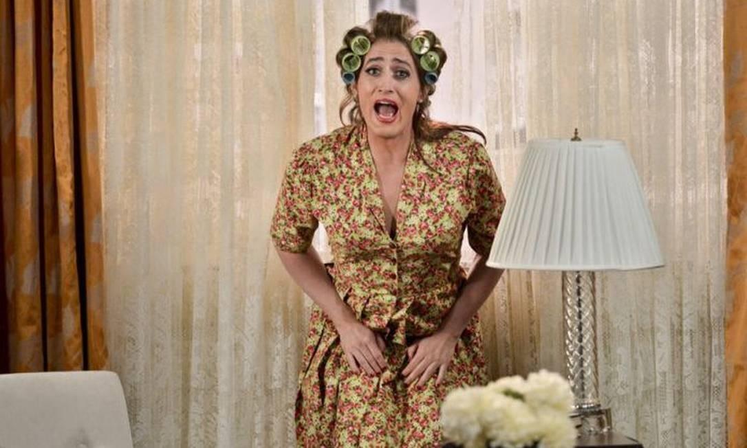 O ator Paulo Gustavo caracterizado como a personagem Dona Hermínia, da franquia 'Minha mãe é uma peça' Foto: Páprica Fotografia / Divulgação