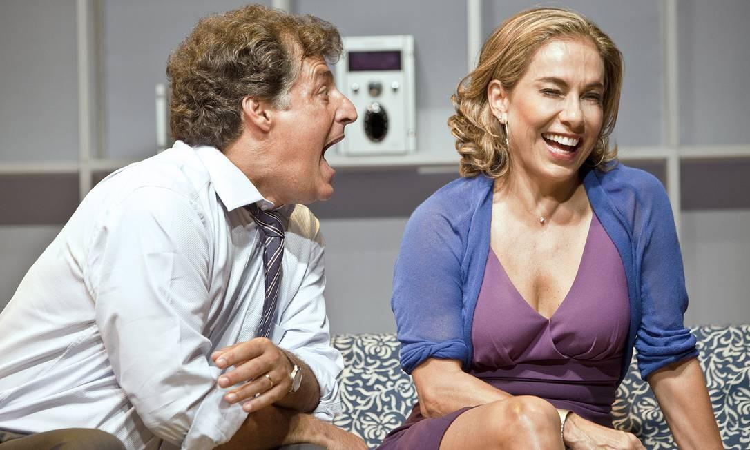 Giuseppe Oristânio e Cissa Guimarães, em cena de 'Doidas e santas' Foto: Chico Lima / Divulgação