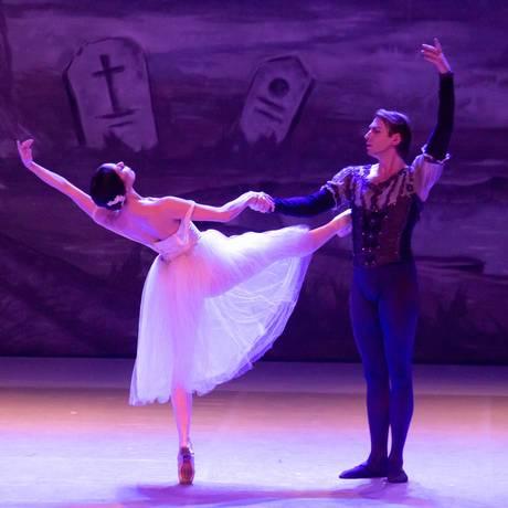 Os bailarinos Claudia Mota e Federico Fernandez, em cena de 'Giselle' Foto: Tomas Kolisch / Divulgação