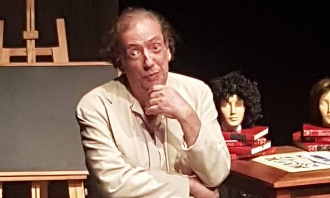 O ator Marcos Oliveira, em cena da peça 'Evolução' Foto: Divulgação