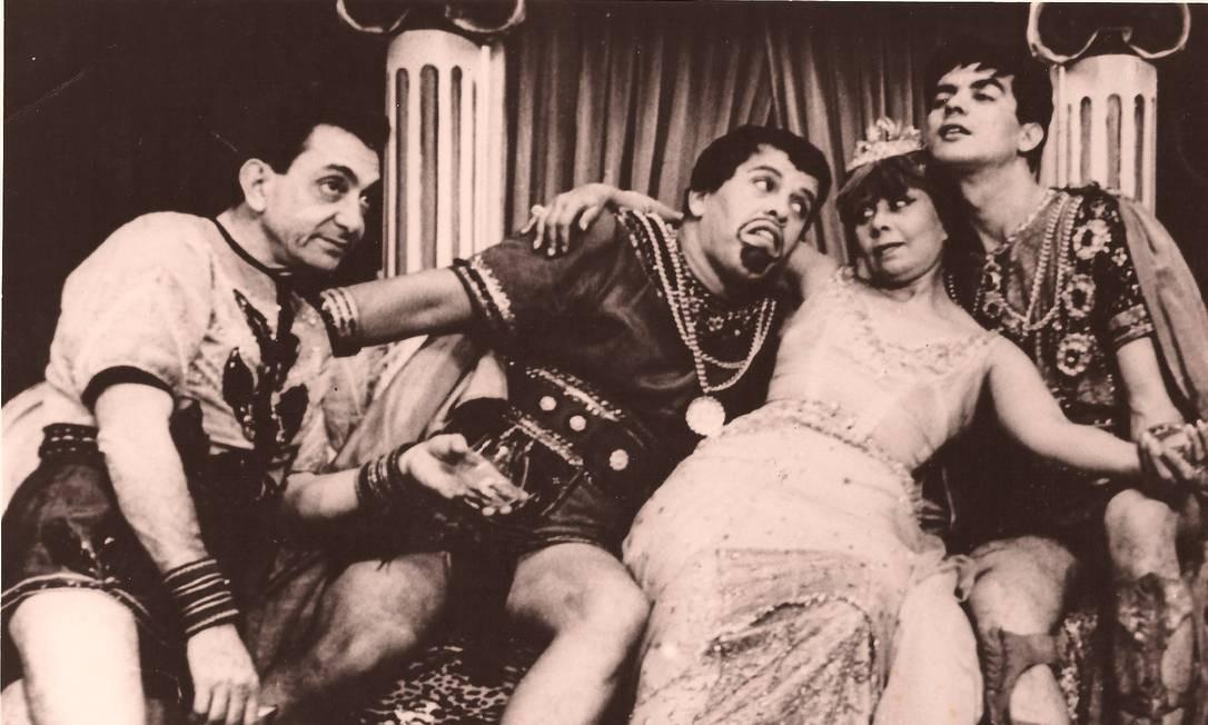 """Dercy Gonçalves, em 1962, na peça """"Escândalos romanos"""" Foto: Divulgação"""