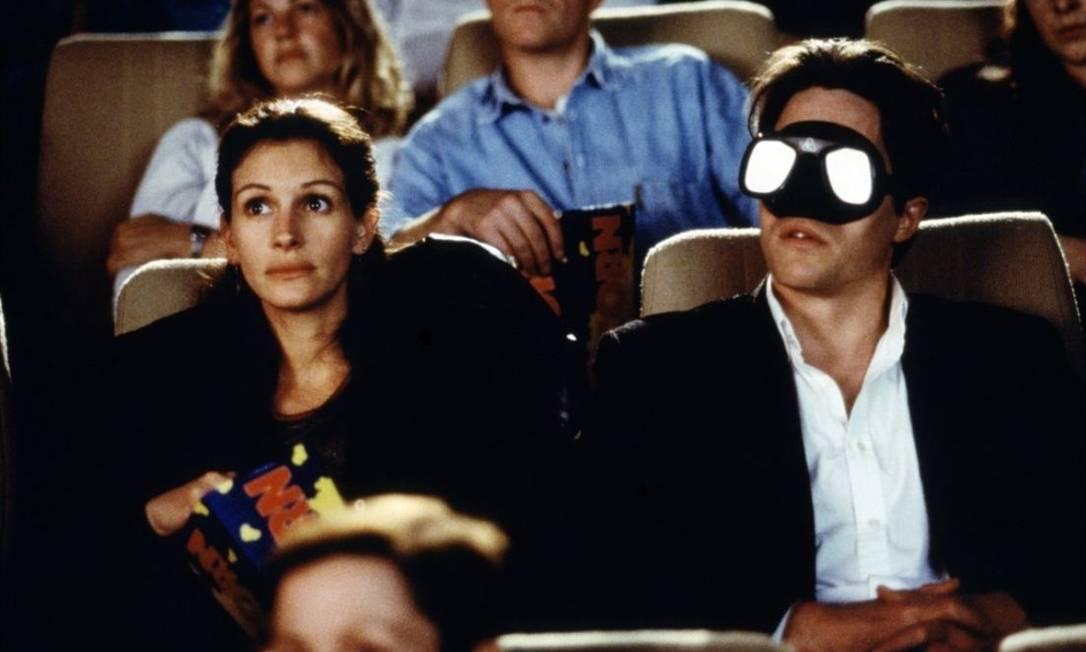 Cena do filme 'Um lugar chamado Notting Hill', com Julia Roberts e Hugh Grant Foto: Divulgação
