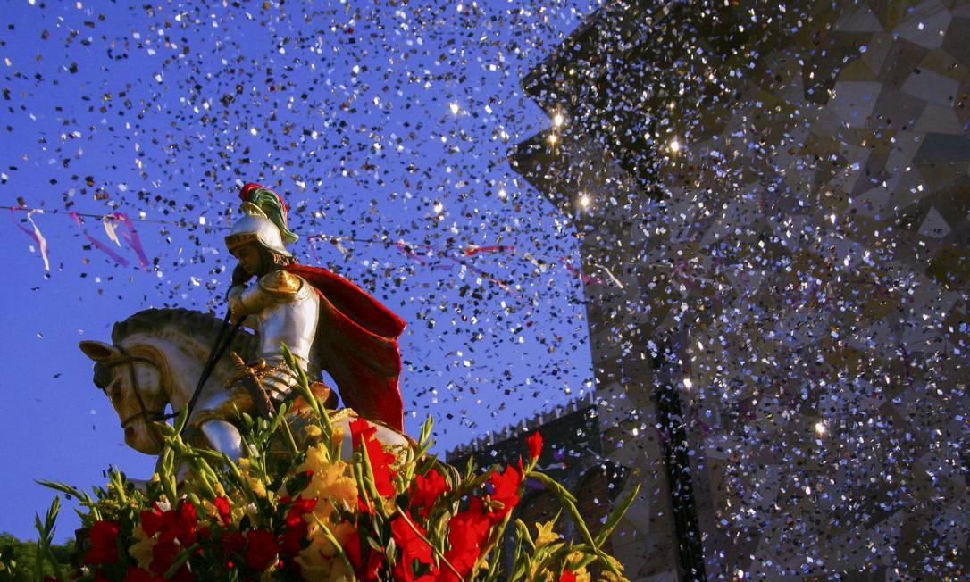 Dia 23 de abril. Festa é tradicional na Igreja de Quintino, que fica lotada Foto: Fábio Caffé/ Favela em Foco / Fábio Caffé