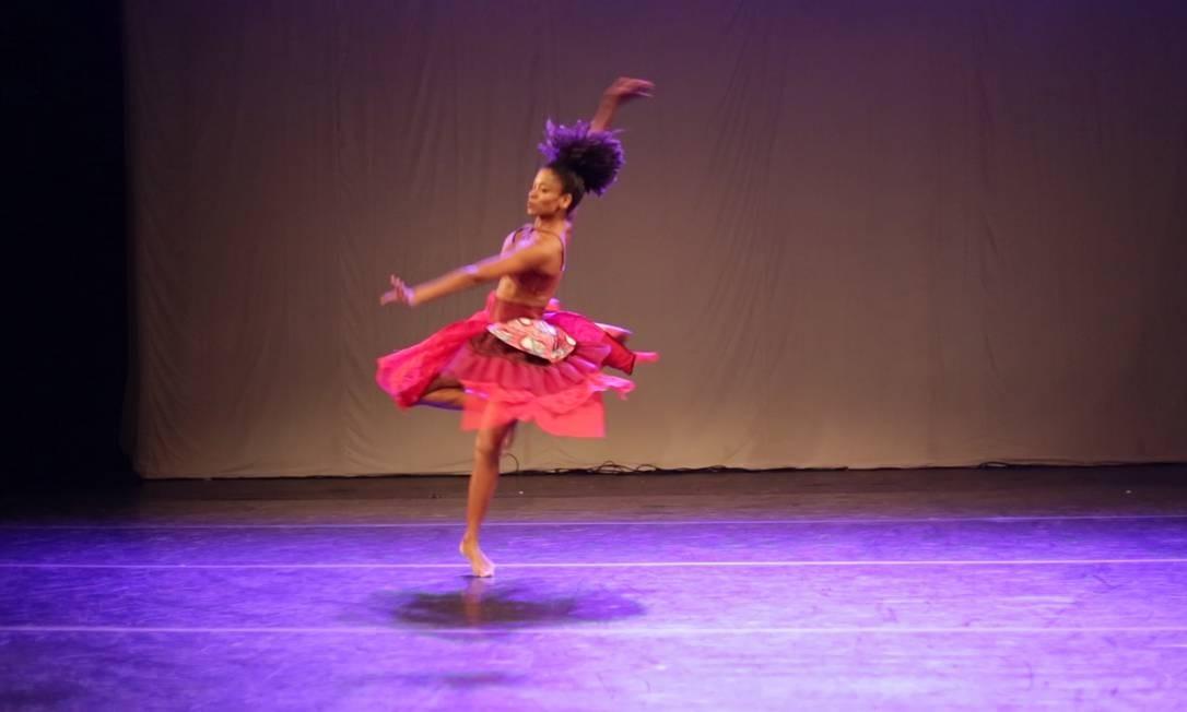 A Cia Babalakina apresenta o espetáculo 'Vozes de Nós' Foto: Divulgação/Carolina Diadorin