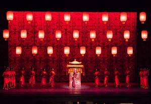 Cena do espetáculo 'Lanternas vermelhas', do Balé Nacional da China Foto: Jamar Hutcheson / Divulgação