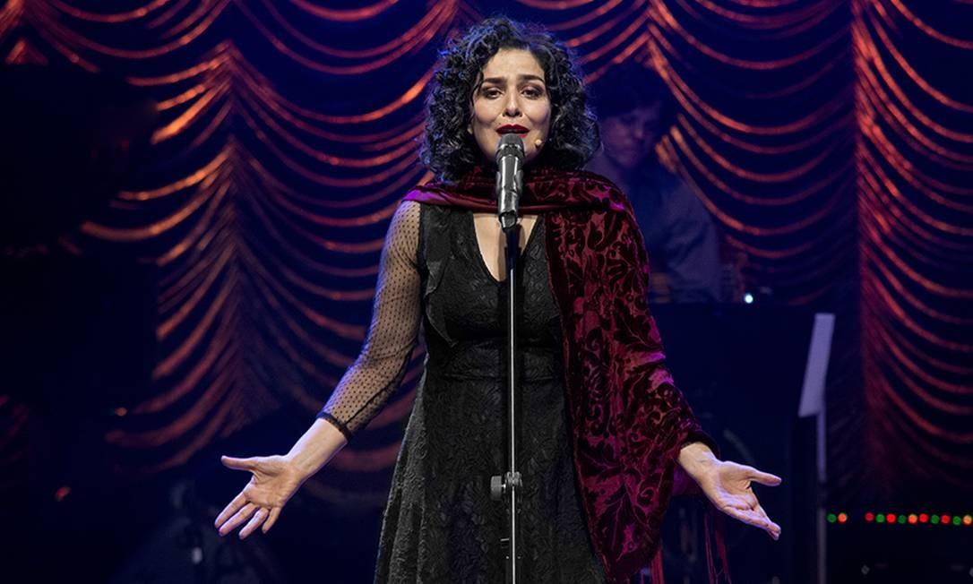 Leticia Sabatella em cena da peça 'Piaf e Brecht, a vida em vermelho' Foto: Daniel Bianchini / Divulgação