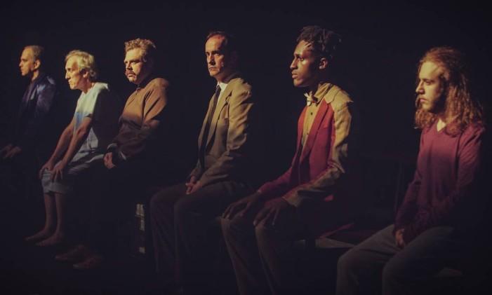 """Cena da peça """"Angels in America"""", em montagem da Armazém Companhia de Teatro Foto: Mauro Kury / Divulgação"""