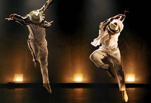 Cena do espetáculo 'Dança de Carii', da Companhia de Ballet da Cidade de Niterói Foto: Karla Kalife / Divulgação