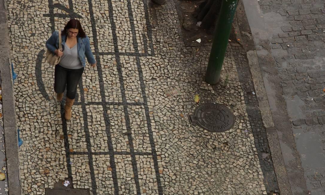 """""""A Vila Isabel, onde morei de 1982 a 2006, foi minha grande experiência de carioquice"""", diz Nei Lopes. Na foto, a calçada do Boulevard 28 de Setembro Foto: Bia Guedes / Agência O Globo"""