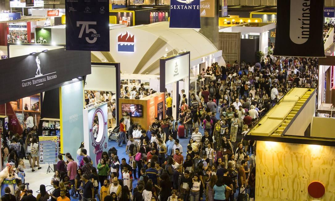 Pavilhão lotado na XVIII Bienal do Livro, em 2017 Foto: Fernando Lemos / Agência O Globo